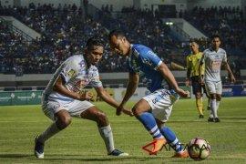 PSIS Semarang dan Persela tawar tiga pemain Persib