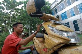 Mahasiswa Gorontalo Ciptakan Stiker Motor Eceng Gondok