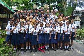 Siswa SMP raih penghargaan kado HUT Denpasar