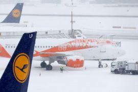 Bandara Jenewa kembali dibuka setelah badai salju