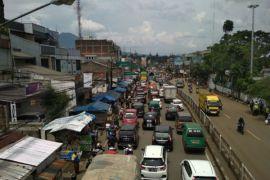 Lalu lintas di sekitar Cicaheum, Bandung, macet lagi