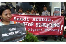 Demonstran protes eksekusi mati TKI di Kedutaan Arab Saudi