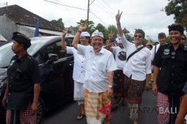 """Komunitas Taksu Bali adakan konser """"Salam Dua Jari"""""""
