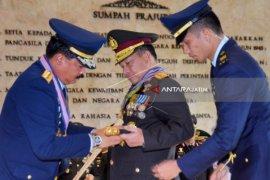 Tanda Kehormatan TNI Dianugerahkan kepada Panglima TNI-Kapolri