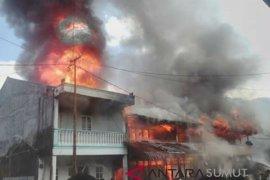 Lima rumah terbakar di Pahae Jae