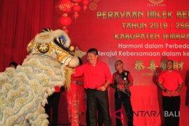 Warga Tionghoa rayakan Imlek di wantilan Pura Jagatnatha Jembrana