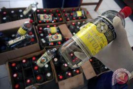 Puluhan botol minuman keras disita Polsek Singkawang
