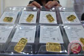 Emas sedikit melemah karena dolar dan ekuitas AS naik