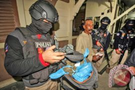Polisi tangkap pengedar ganja dan amankan puluhan paket