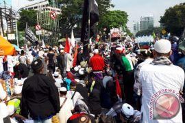 Jalan Merdeka Timur lumpuh karena unjuk rasa