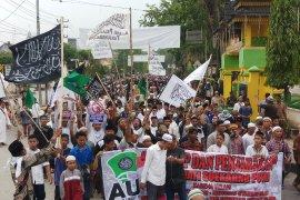 Ribuan massa AUI Tanjungbalai unjuk rasa Sukmawati