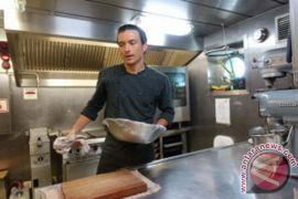 Tantangan masak di Kapal Rainbow Warrior ala Daniel Bravo