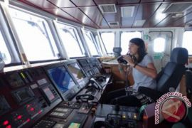 ARTIKEL - Mengenal Hettie Geenen, kapten Kapal Rainbow Warrior