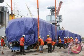 Kereta LRT tiba di Pelabuhan Boom Baru