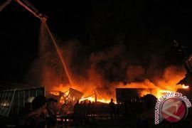 Pabrik payung di Depok terbakar