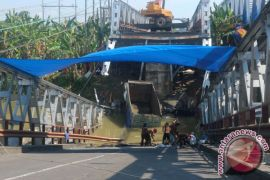 Gubernur Jatim minta perbaikan Jembatan Widang selesai H-15 lebaran