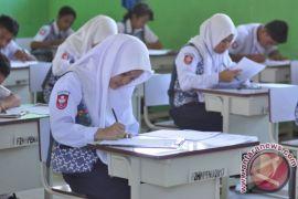 Belum ada jaringan internet, sekolah di Cirebon UNBK pakai modem