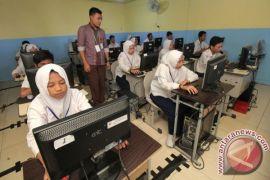 Pelaksanaan UNBK tiga SMP di Rejang Lebong sempat tertunda