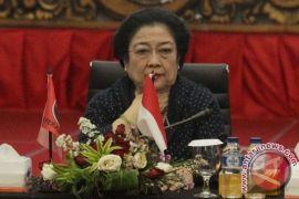 Megawati instruksikan kader PDIP tak tinggalkan daerah
