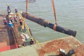 Pertamina angkat potongan pipa minyak untuk penyelidikan