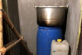 Polisi Gerebek Rumah Produksi Miras di Manokwari