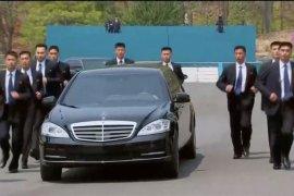 Pemimpin Dua Korea Tanam Pohon Perdamaian di Perbatasan