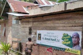 Petugas tertibkan APK di Aceh Timur