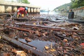 Walhi bantah bersama Pertamina bersihkan tumpahan minyak