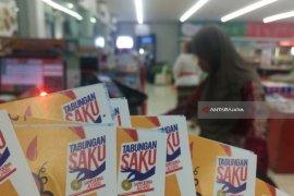 Bank Sampoerna Beri Kemudahan Pedagang Kaki Lima