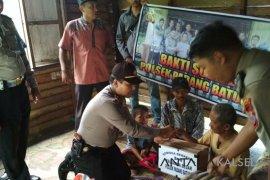 Video - Polsek Padang Batung bantu warga kurang mampu