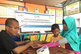 YBM PLN Kalbar salurkan bantuan pengobatan gratis di Pulau Lemukutan