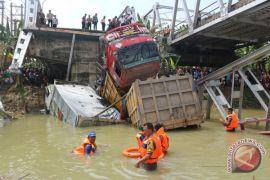 Kemarin, evakuasi di Jembatan Widang hingga cuti bersama ditambah