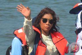 Susi Pudjiastuti telah tenggelamkan ratusan kapal pencuri