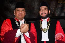 DPR: tantangan Ketua MK kembalikan kepercayaan publik
