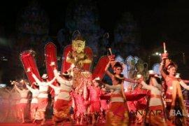 Ratusan Seniman Bali-Yogyakarta meriahkan hari jadi Gianyar