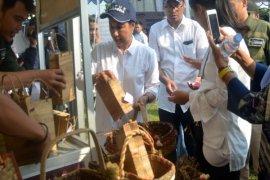 Menteri BUMN borong telur asin di Karawang