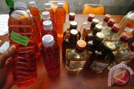 Kodim Garut sita ratusan botol minuman keras