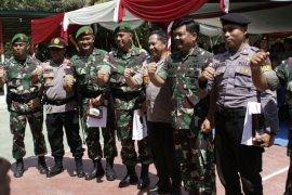 Panglima TNI - Kapolri tinjau Entikong