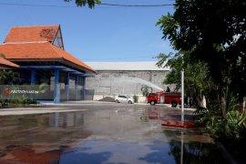 Cuaca Panas, Risma Perintahkan PMK Basahi Kantor Pemerintahan di Surabaya