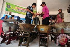 Disperindag Ambon sosialisasi timbangan ke pedagang di pasar Mardika