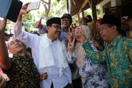 Gus Ipul minta restu ulama Sampang jelang debat