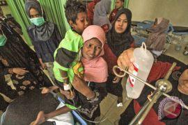Seminggu terombang-ambing di laut, 76 Rohingya terdampar di Aceh