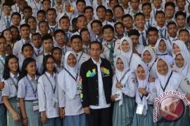 Presiden ajak pelajar SMA keliling Istana Bogor