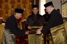 Mahathir Mohamad resmi dilantik sebagai PM Malaysia
