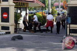 Duka meliputi keluarga polisi korban serangan teror di Mapolda Riau