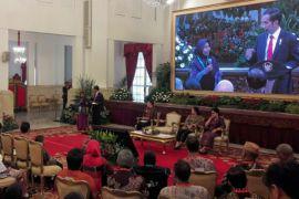 Kesaksian penerima manfaat besar KIS di hadapan Jokowi