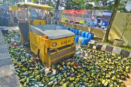 Polda Kalbar musnahkan tujuh ton miras