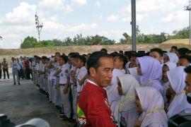 Jokowi ajak pelajar pakai medsos untuk pupuk nasionalisme