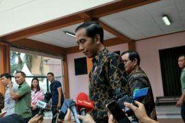 Jokowi minta politisi kembangkan isu yang mencerdaskan masyarakat
