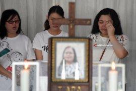 Korban Bom Di Gereja Disemayamkan